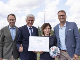 FtK_UEFA-Preisverleihung_2DFB-Thomas-Boecker_Urkunde